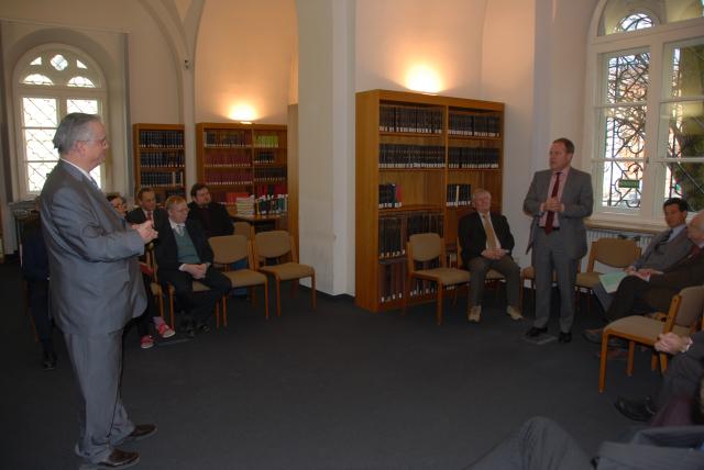Prof. Dr. Schieffer, Staatsminister Dr. Heubisch <br>im Lesesaal der MGH Bibliothek