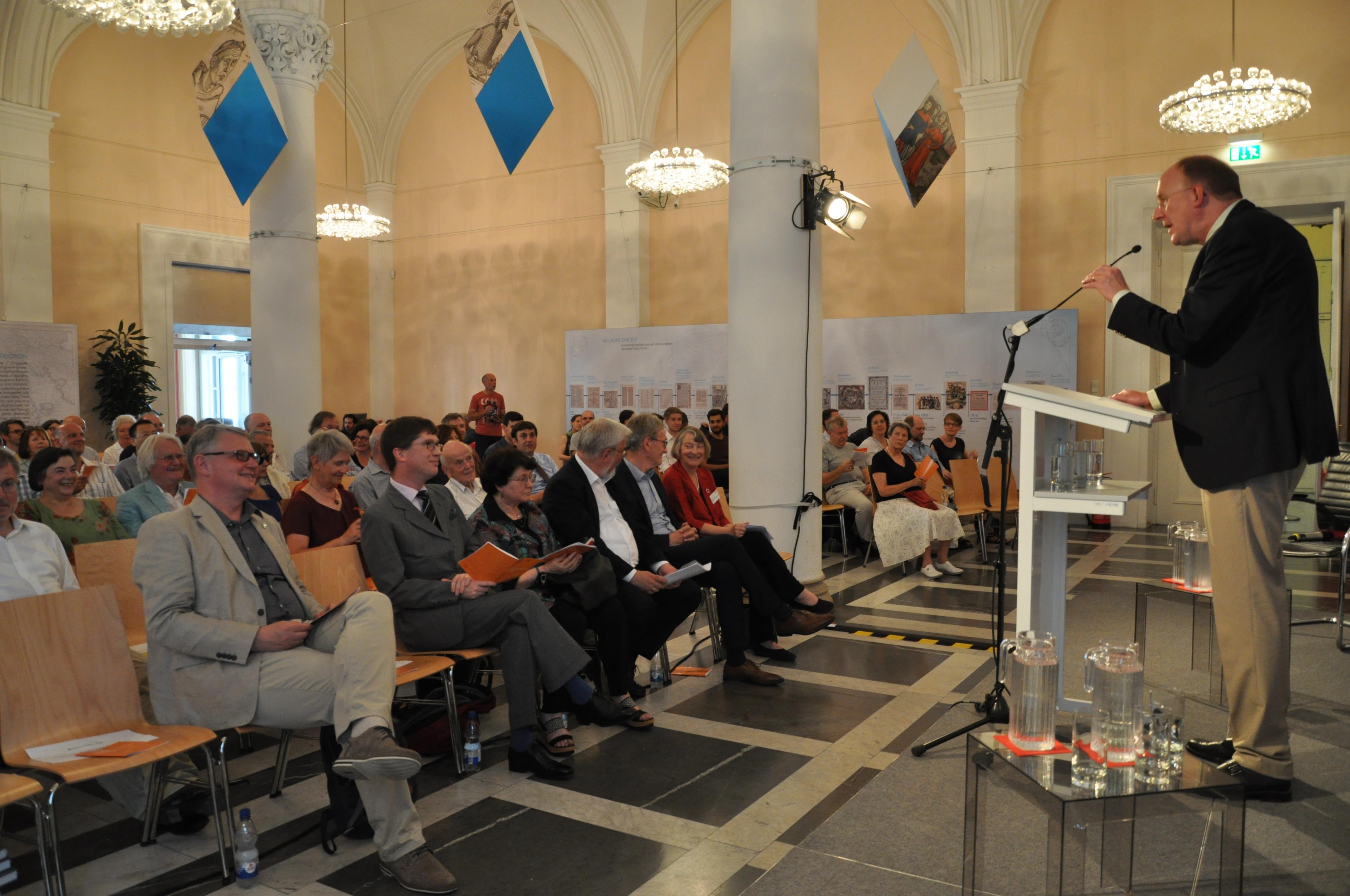 Dr. Klaus Ceynowa, Generaldirektor der BSB, begrüßt als Hausherr die Gäste.