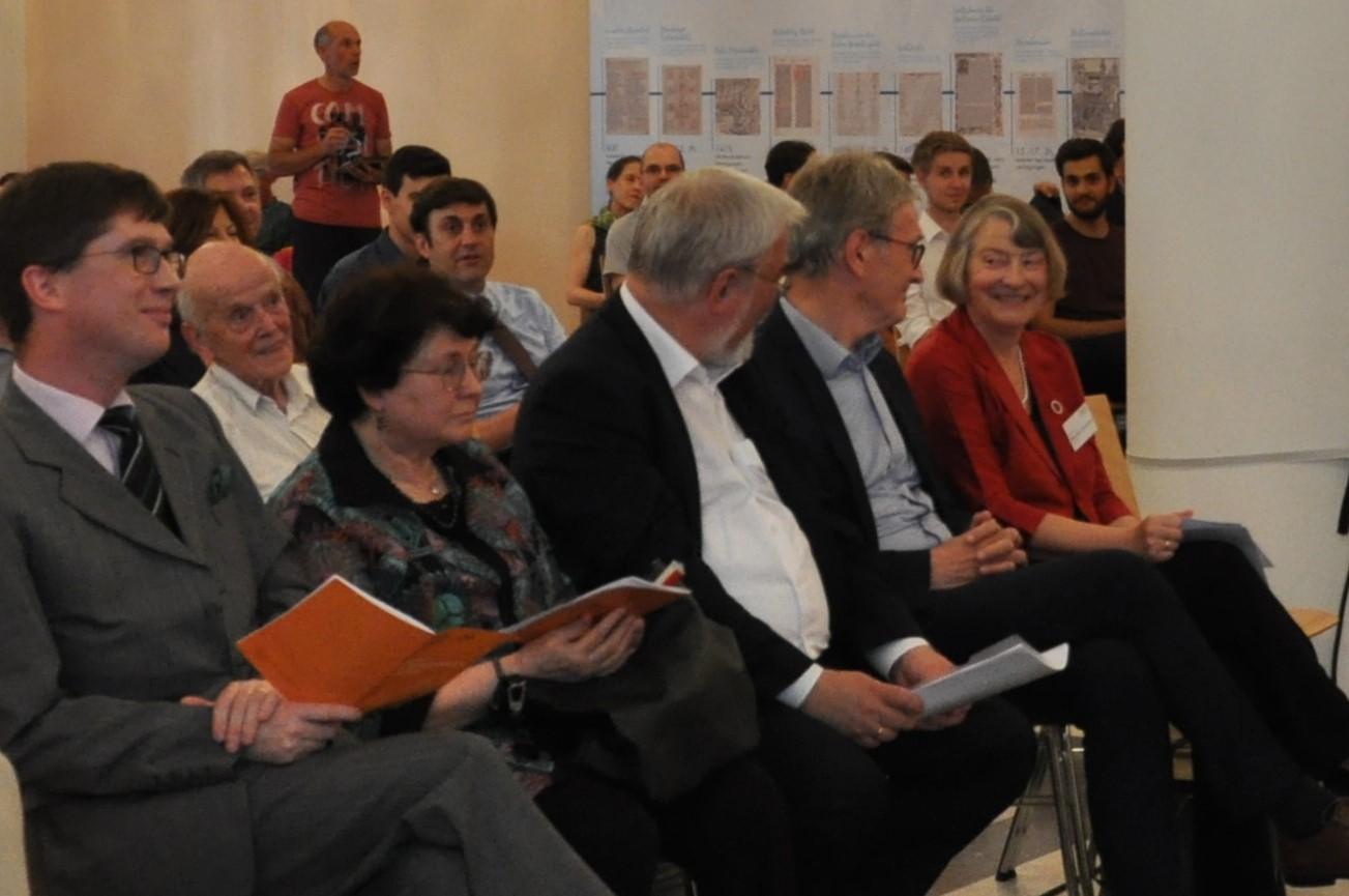 Prof. Dr. Ivan Hlaváček (2.v.l.) als interessierter Zuhörer<br/>bei dem internationalen Podiumsgespräch Juni 2019.<br/>Foto: MGH