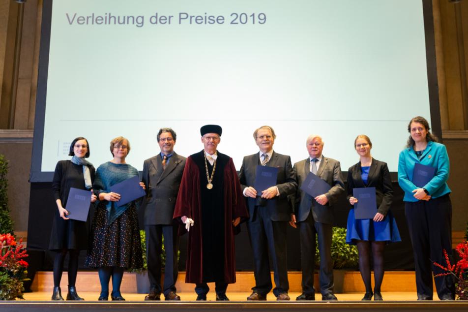 Ministerialrat Dr. Georg Brun (3.v.l.), einer der Preisträger der Bayerischen Akademie der Wissenschaften 2019. Foto: BAdW/ Kai Neunert
