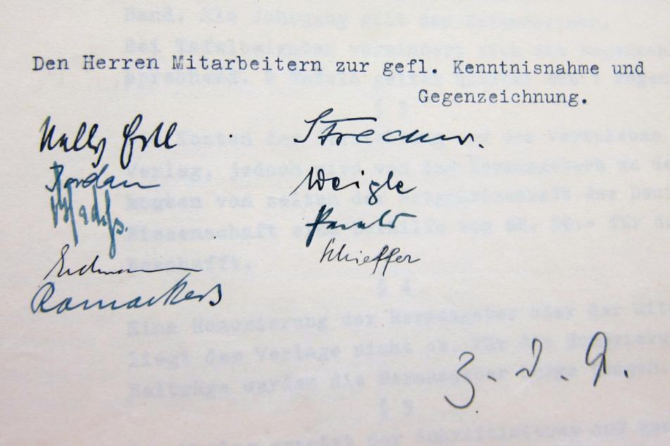 """Unterschriften der """"Herren Mitarbeiter"""". MGH-Archiv B 547, Bl. 175."""