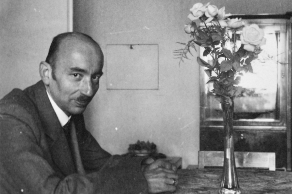 Heinz Zatchek 1942 in seiner Prager Wohnung in der Apollinarisgasse 6. Foto: MÚA, A AV ČR, f. Hilde Zatschek, k.7, i. č. 114